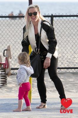 Пинк с дочкой в Санта-Монике