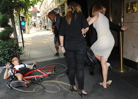 Николь кидман попала под колеса