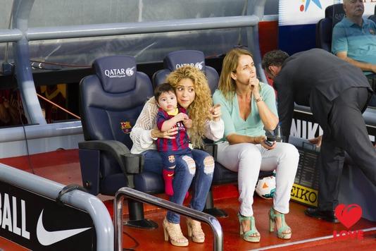 Шакира с сыном на матче Жерара Пике