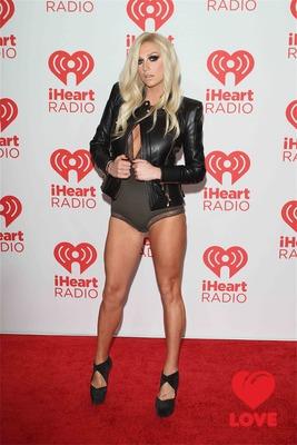 Поклонники Ke$ha ополчились на ее продюсера