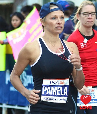 Памела Андерсон помогла жителям Гаити