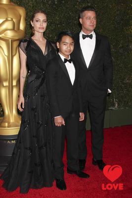 Сын Питта и Джоли дебютировал на красной дорожке
