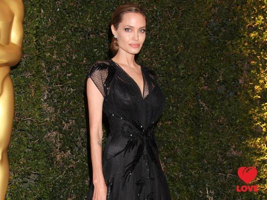 Анджелина Джоли получила почетный Оскар