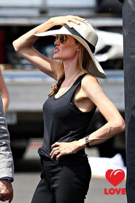 Анджелина Джоли собирается сделать пластику