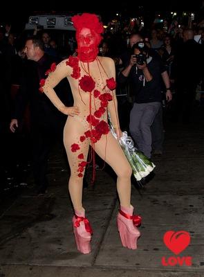 Леди Гага отметила День Рождения на сцене