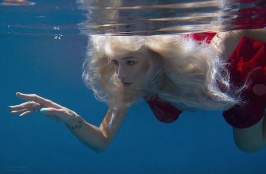 Фото блондинок под водой смотреть онлайн фотоография
