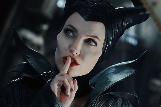 Джоли стала лицом косметической линии «Малефисента»