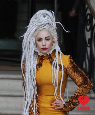 Леди Гага получила бриллиантовую награду