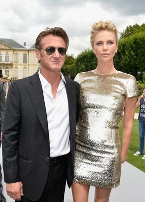 Шарлиз Терон затмила моделей на показе Dior