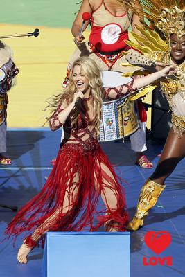 Шакира выступила на церемонии закрытия ЧМ по футболу