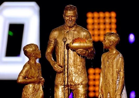 Бекхэма с сыновьями облили золотой краской