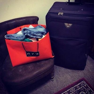 Фото чемоданы с вещами рюкзаки со встроенными колонками