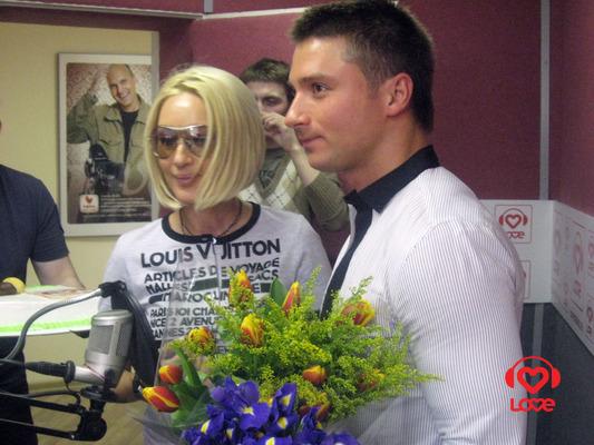 Лера, Сергей и букет