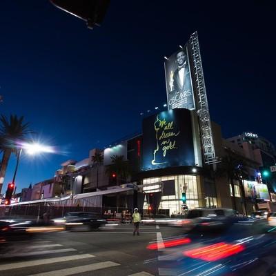 Что сейчас происходит у Dolby Theatre