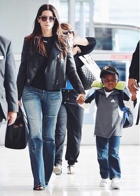 Сандра Баллок с сыном Луисом