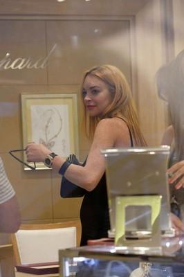 Линдси Лохан без помолвочного кольца