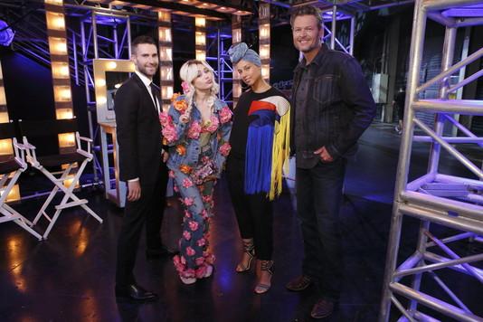 Жюри 11 сезона «The Voice» - Адам Левин, Майли Сайрус, Алиша Кис и Блейк Шелтон