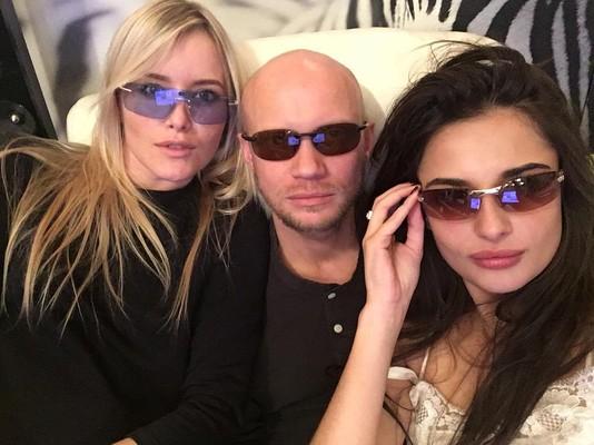 Дмитрий Хрусталев и Дианна Иваницкая с подругой