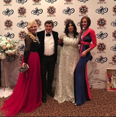 Ольга Бузова на вечеринке друзей