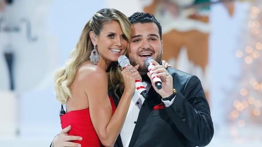 Хайди Клум с участником America's Got Talent Holiday Spectacular