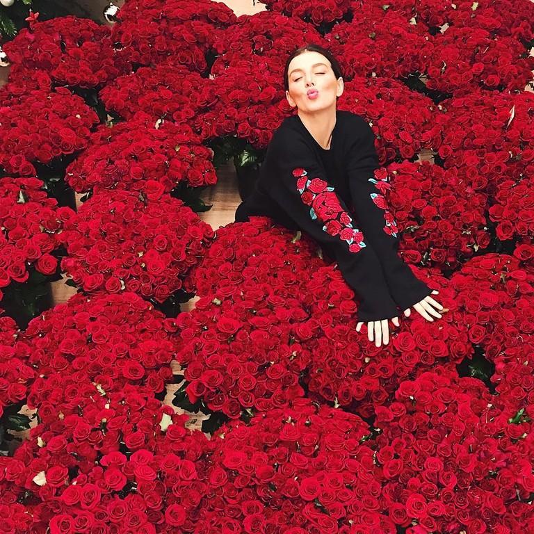 Анна Седокова и 10 000 алых роз