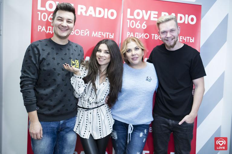 Марина Федункив и Анна Плетнева в утреннем шоу Красавцы