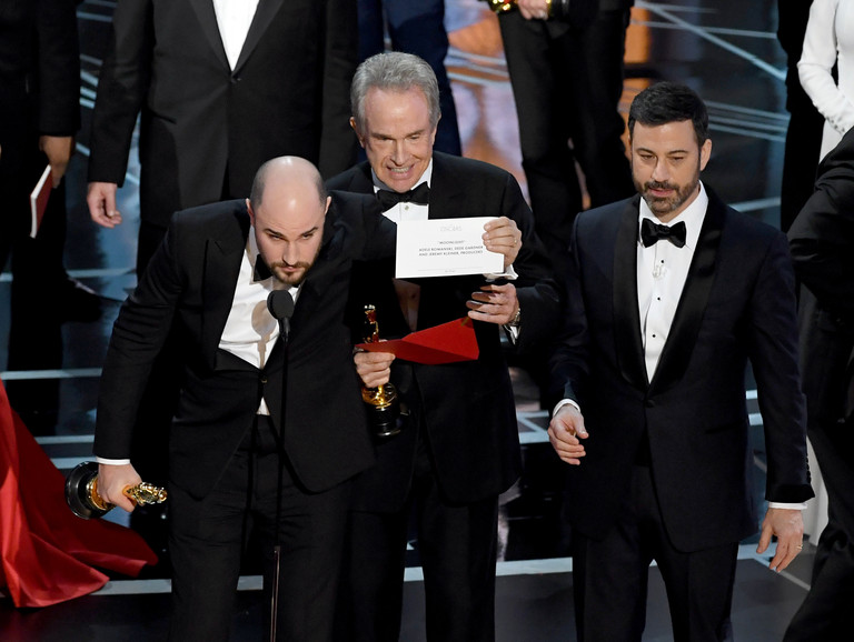 Объявление победителя в номинации: лучший фильм - «Лунный свет»
