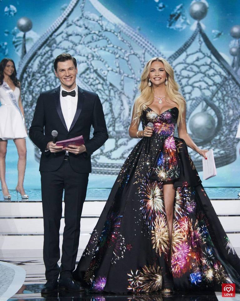 Ведущие вечера Максим Привалов и Виктория Лопырева
