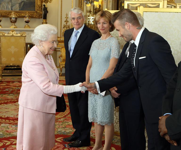 Елизавета II и Дэвид Бекхэм