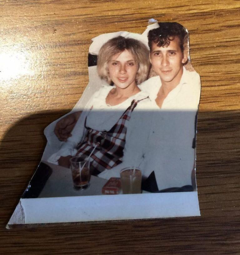 Старое фото с двойником Скарлетт Йоханссон