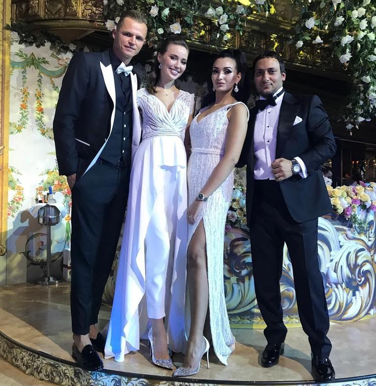 Дмитрий Тарасов и Анастасия Костенко на свадьбе друзей