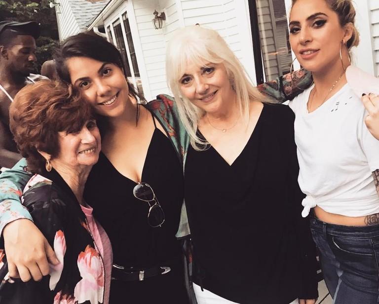 Леди Гага с бабушкой, сестрой и мамой