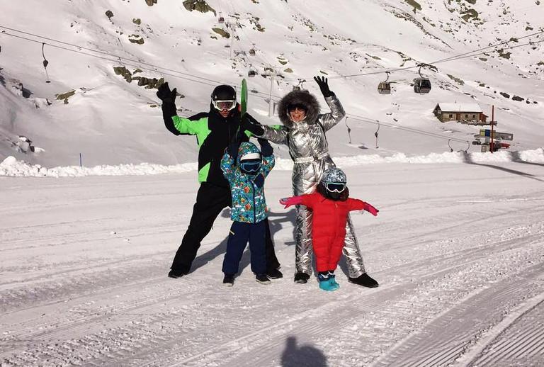 Павел Воля и Ляйсан Утяшева с детьми
