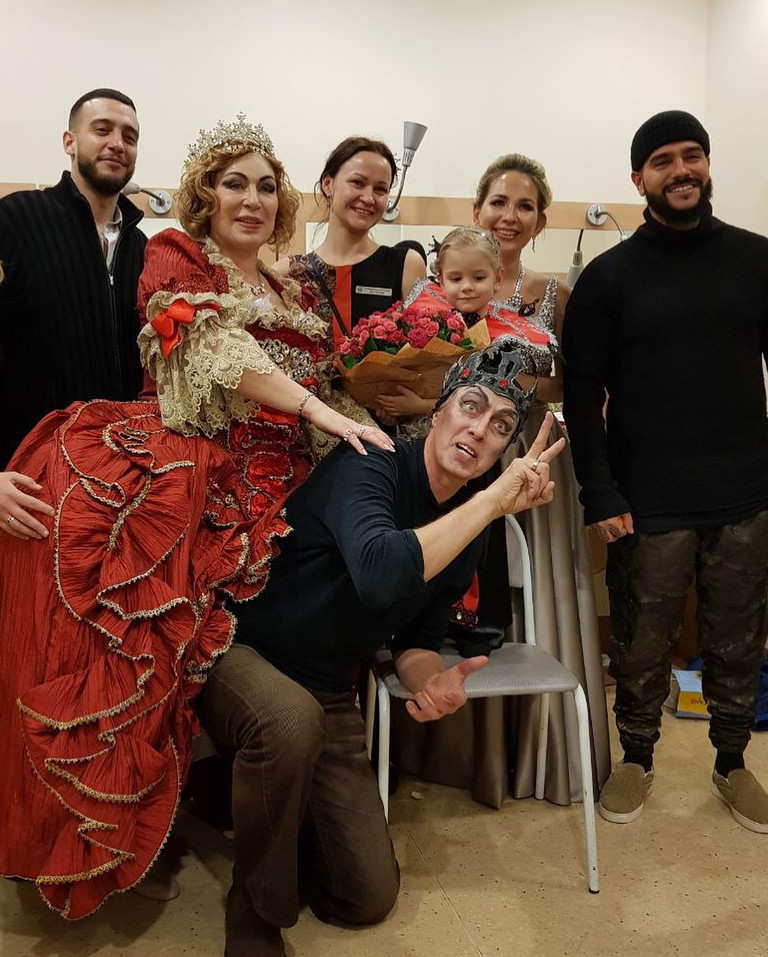Симона Юнусова, Алиса, Тимати и участники постановки