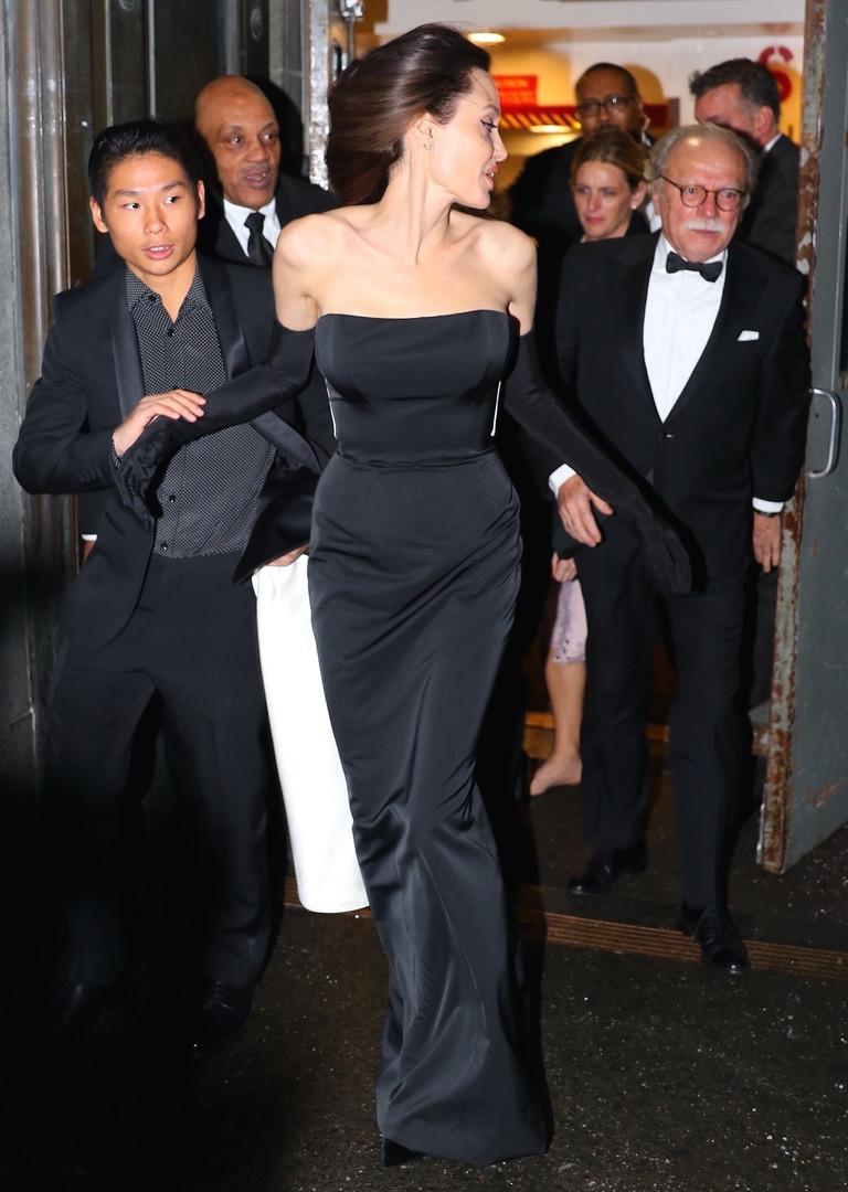 Анджелина Джоли с сыном Паксом
