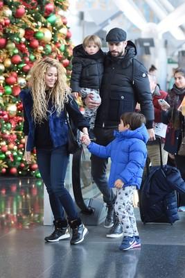 Шакира и Жерар Пике с детьми