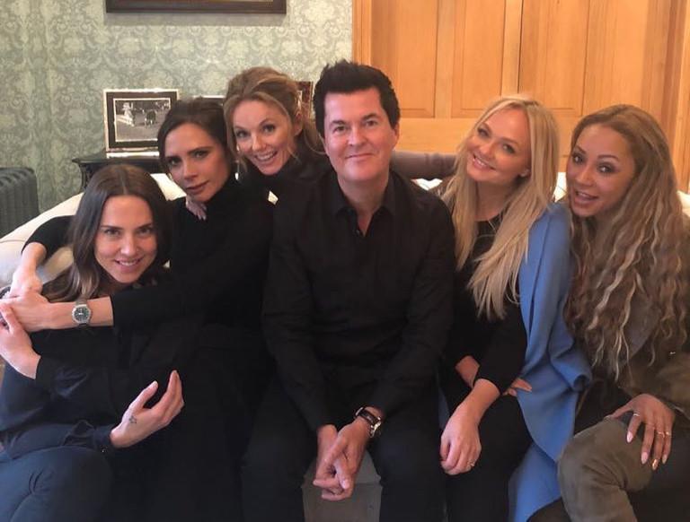 Spice Girls с менеджером Саймоном Фуллером