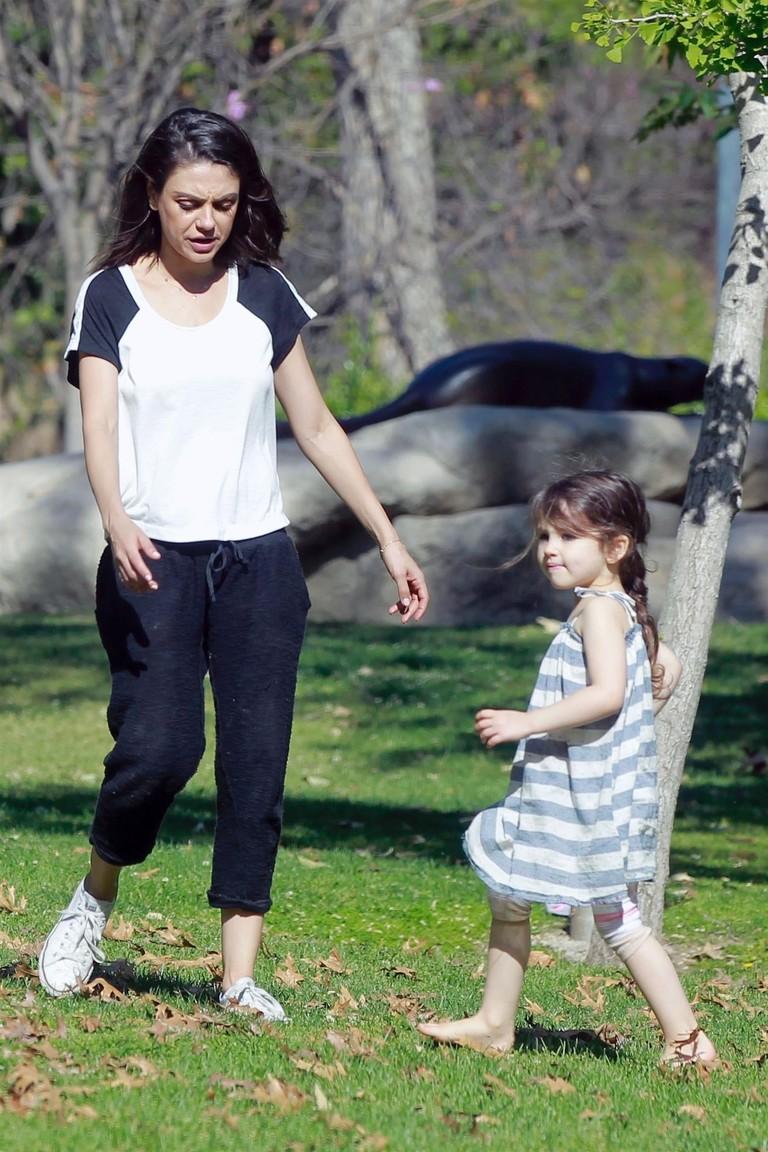 Мила Кунис с дочкой Уайатт