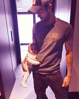 Энрике Иглесиас с малышом