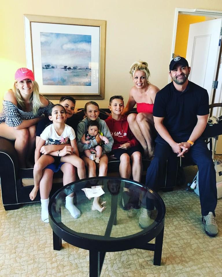 Бритни Спирс с братом, сестрой и детьми