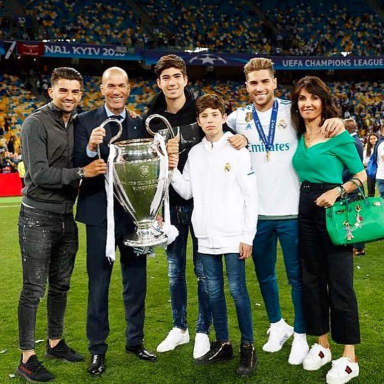 Зинедин Зидан с семьей