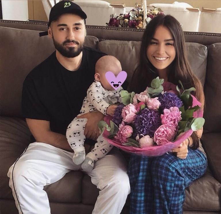 Мот и Мария Мельникова с сыном Соломоном