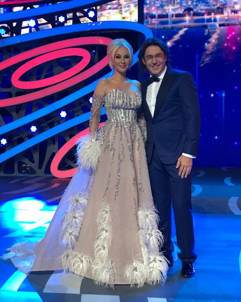 Лера Кудрявцева и Андрей Малахов - ведущие конкурса