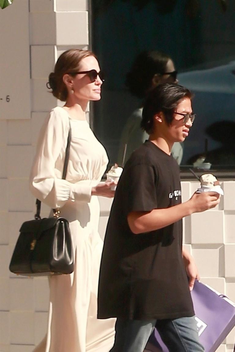 Анджелина Джоли и Пакс
