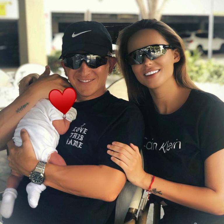 Пашу и Ханна с дочерью