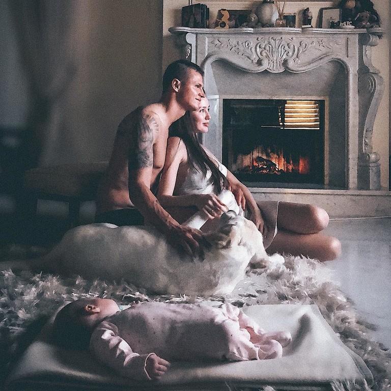 Дмитрий Тарасов и Анастасия Костенко с дочкой