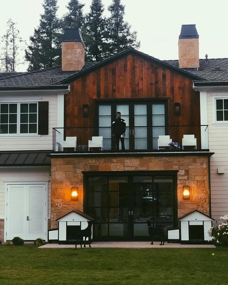 The Weeknd на балконе своего дома в LA