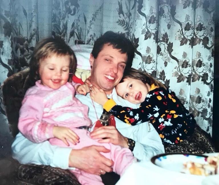Анастасия Решетова с папой и сестрой