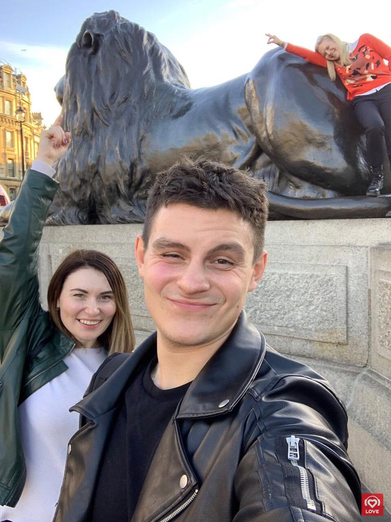 Валентин Сорока и победительницы акции «В Лондон с Сорокой»