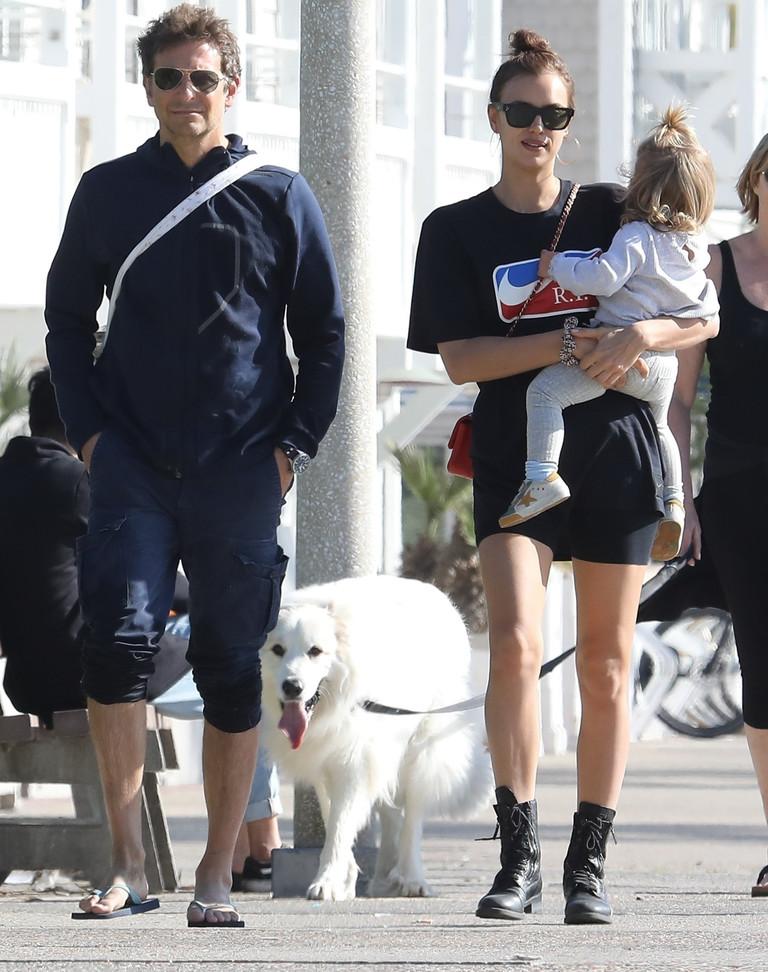 Брэдли Купер и Ирина Шейк с дочерью